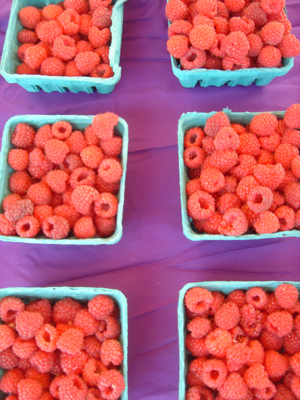 Raspberries_on_purple